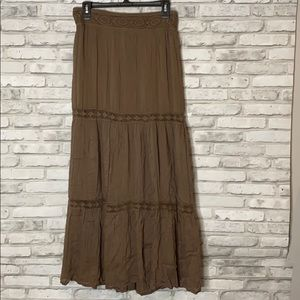 🌵3/$10 or 5/$15 Pleated Maxi Skirt with Crochet